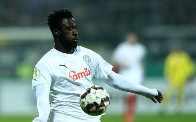2. Liga: Holstein Kiel wochenlang ohne Kingsley Schindler, Kingsley Schindler spielt mit Holstein Kiel um den Aufstieg in die Bundesliga
