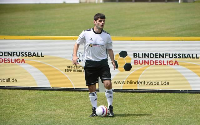 Der blinde Fußballer Serdal Celebi vom FC St. Pauli wurde für die Wahl zum Tor des Monats nominiert
