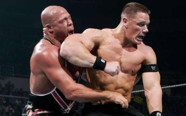 John Cena (r.) und Kurt Angle waren schon zwischen 2002 und 2006 Rivalen bei WWE