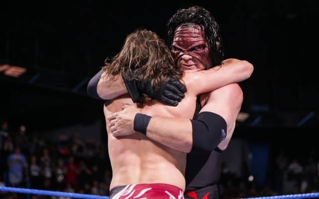 """""""Hug it out!"""" Kane (r.) und Daniel Bryan umarmten sich - """"Team Hell No"""" ist zurück"""