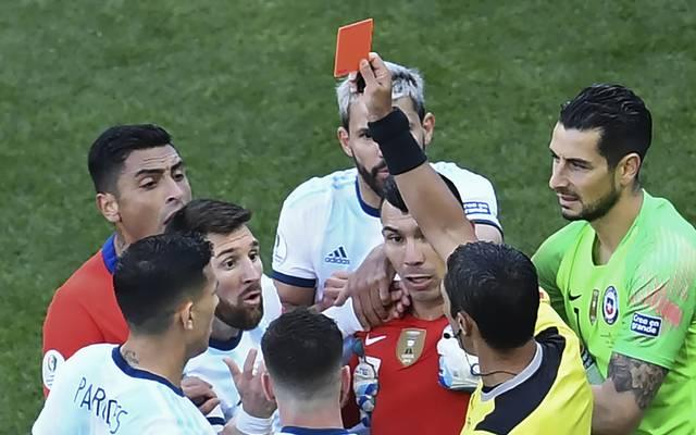 Argentinien: Lionel Messi nach Roter Karte in WM-Quali gesperrt, Lionel Messi sah gegen Chile zu Unrecht die Rote Karte