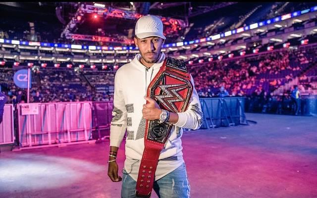 Pierre-Emerick Aubameyang besucht ein WWE-Event