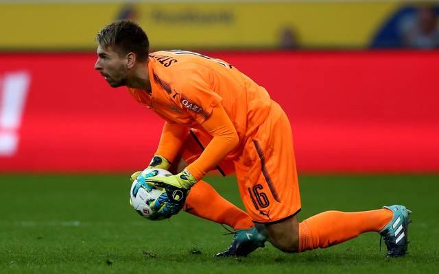 Ron-Robert Zieler wurde von Fans des 1. FC Köln übel beleidigt