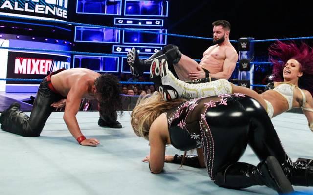 Finn Balor und Sasha Banks (r.) trafen beim Debüt der Mixed Match Challenge auf Shinsuke Nakamura und Natalya