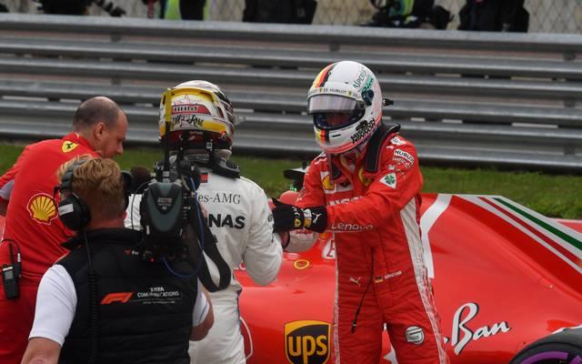 Sebastian Vettel (r.) liegt vor dem USA-GP 67 Punkte hinter Lewis Hamilton