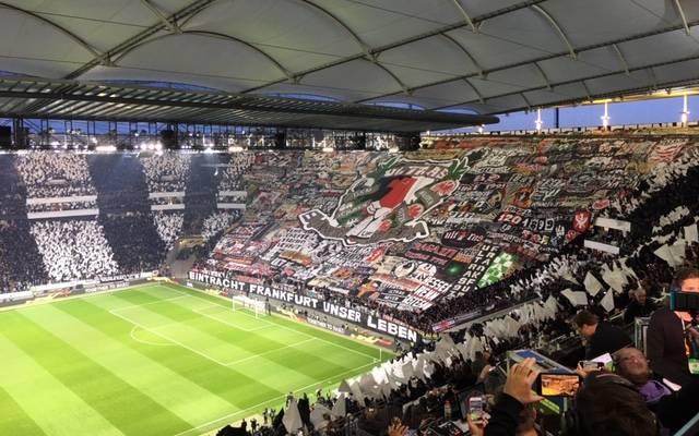 Die Choreo der Eintracht-Fans vor dem Heimspiel gegen Chelsea sorgt für Gänsehaut