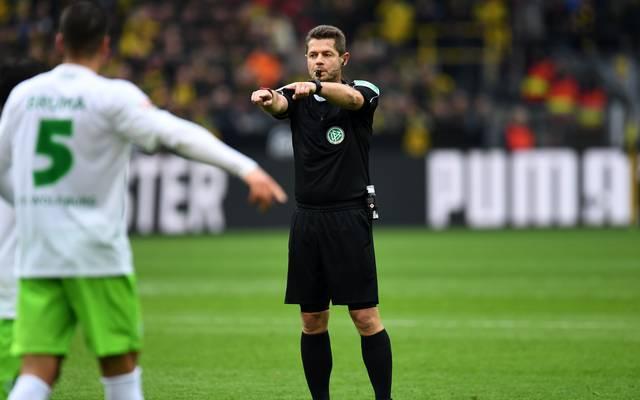 Bundesliga-Schiedsrichter bei einer Partie des VfL Wolfsburg