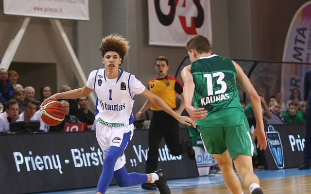 LaMelo Ball (l.) glänzt für Vytautas Prienai mit 43 Punkten