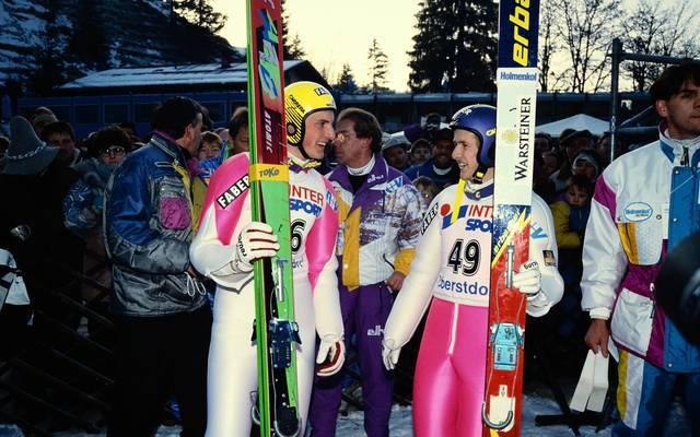 Christoph Duffner (l., mit Jens Weißflog) gewann 1992 das Springen in Oberstdorf