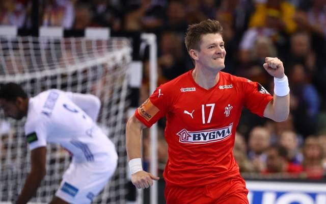 Handball: Flensburg-Handwitt bangt um Lasse Svan und Rasmus Lauge, Der Däne Lasse Svan (rechts) bejubelt bei der WM einen Treffer gegen Frankreich