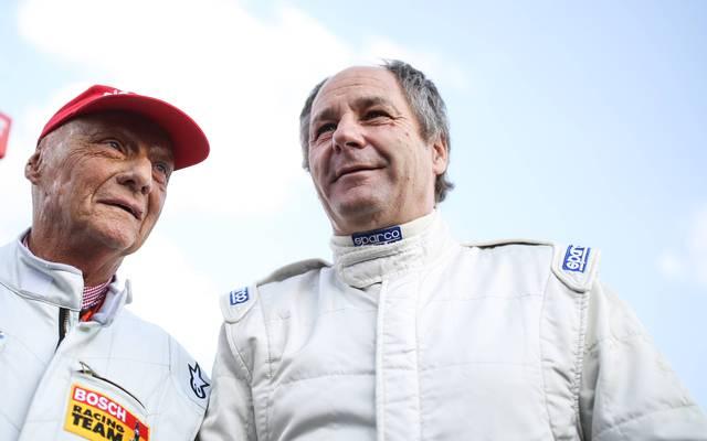 Gerhard Berger (mit Mercedes-Aufsichtsratsboss Niki Lauda) ist die Macht der Hersteller ein Dorn im Auge