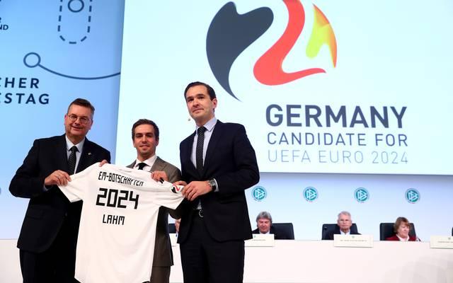 EM 2024: UEFA entscheidet über Vergabe zwischen Deutschland und Türkei, Die deutsche Delegation um Botschafter Philipp Lahm wirbt um die EM in Deutschland