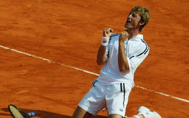 Juan Carlos Ferrero feiert den Titel bei den French Open 2003