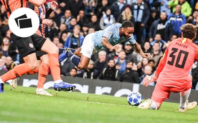 Raheem Sterling von Manchester City mit einer unfreiwilligen Schwalbe