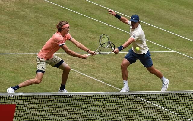 Mischa Zverev (r.) und Alexander Zverev spielen auf der ATP-Tour hin und wieder gemeinsam Doppel