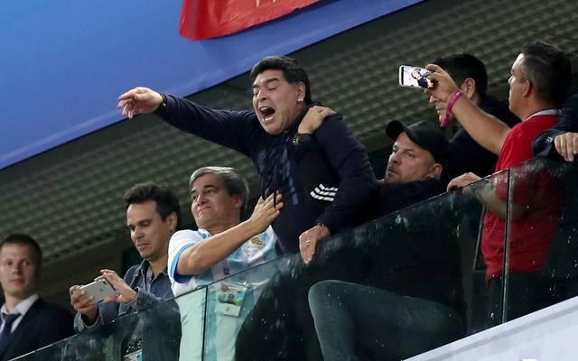 Diego Maradona benahm sich während der Partie seiner Argentinier auf der Tribüne daneben.