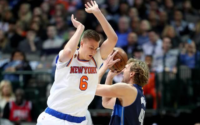 Dirk Nowitzki (r.) und Kristaps Porzingis trafen in der NBA bereits oft aufeinander