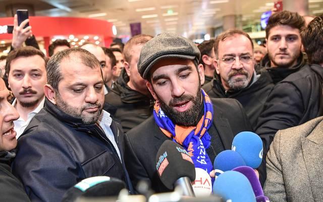 Mittelfeldspieler Arda Turan wird bei seiner Ankunft in Istanbul gefeiert