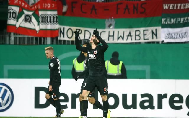 Michael Gregoritsch feiert seinen Siegtreffer für den FC Augsburg