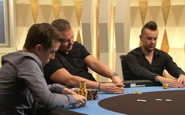 Auch Ronny Kaiser, Jan-Peter Jachtmann und George Danzer (v.l.) sitzen beim Staffelfinale am Cashgame-Tisch