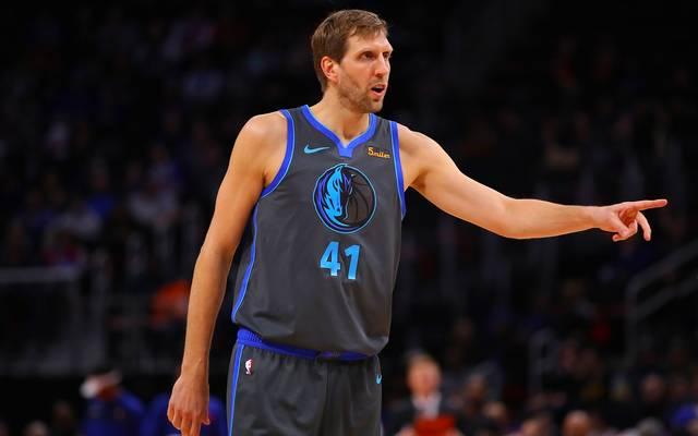 Dirk Nowitzki spielt mit den Dallas Mavericks gegen die Memphis Grizzlies