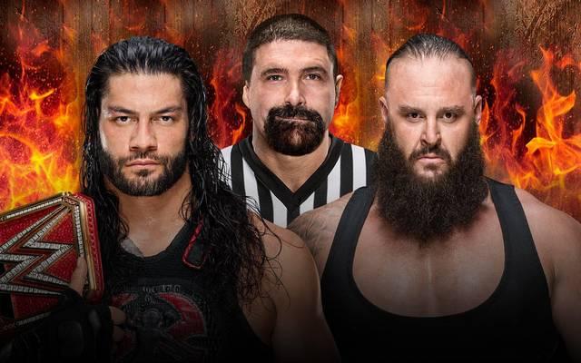Mick Foley (M.) ist bei WWE Hell in a Cell 2018 Gastringrichter des Matches zwischen Roman Reigns und Braun Strowman