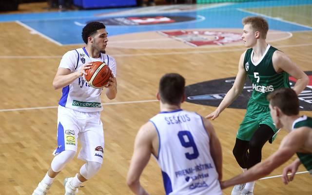 LiAngelo Ball (l.) überzeugt bei seinem Liga-Debüt für Vytautas Prienai nicht