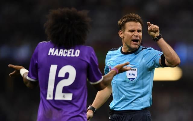 Felix Brych (r.) weist Reals Marcelo im Finale der Champions League 2017 zurecht