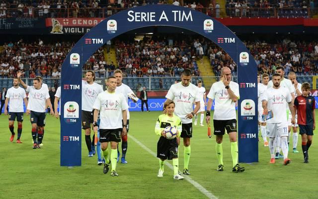 Spieler und Fans des FC Genua gedenken der Brücken-Opfer