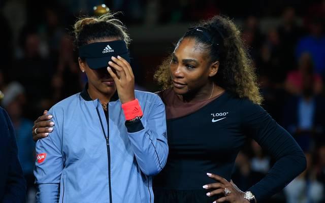 US-Open-Siegerin Naomi Osaka (l.) brauchte am Ende Zuspruch von Serena Williams