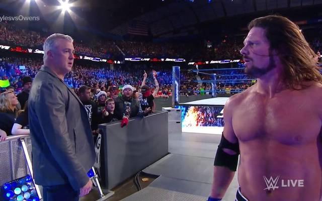 Shane McMahon (l.) ruinierte WWE World Champion AJ Styles unfreiwillig den Abend