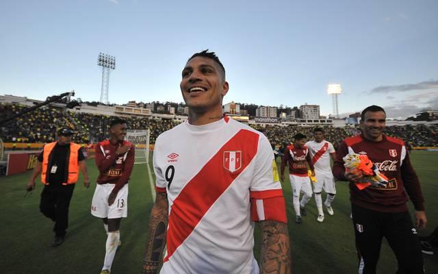 Paolo Guerrero hat gut lachen. Er darf jetzt doch für Peru an der WM teilnehmen