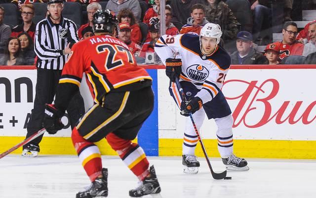 Leon Draisaitl (r.) verlor mit Edmonton gegen Calgary
