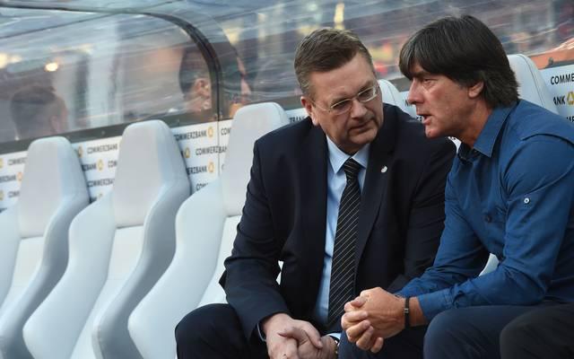Reinhard Grindel und Joachim Löw stehen in der Kritik