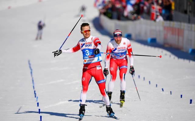 Der Norweger Sjur Roethe hat die Goldmedaille im Skiathlon gewonnen