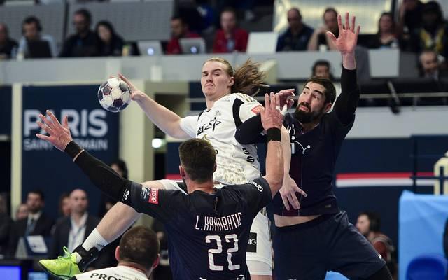 Lukas Nilsson setzt sich gegen die Brüder Karabatic von Paris Saint-Germain durch