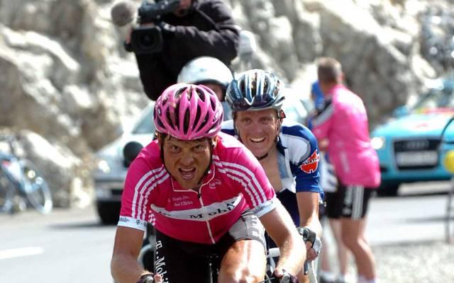 Jörg Jaksche (hinten, im Trikot von Once) fuhr 1999 und 2000 an der Seite von Jan Ullrich (vorne) im Team Telekom