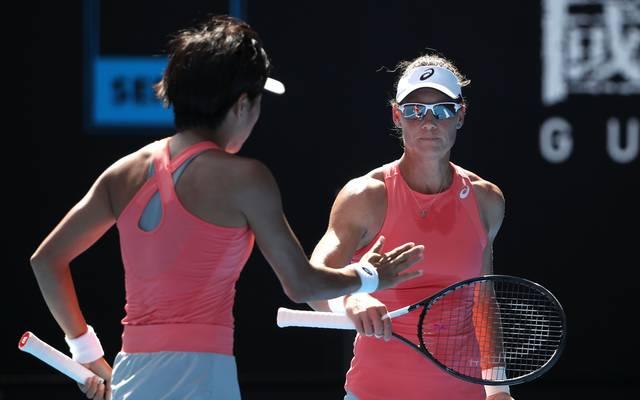 Samantha Stosur und Zhang Shuai gewinnen den Doppeltitel bei den Australian Open