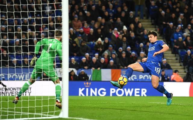 Harry Maguire (r.) trifft in der Nachspielzeit Leicester City zum Remis gegen Manchester United