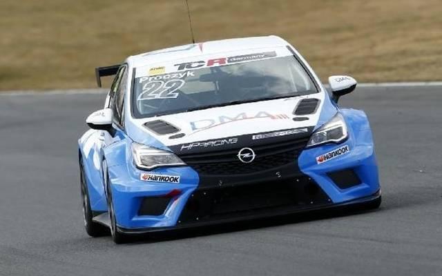 Hari Proczyk fuhr sich im Opel Astra TCR an der Spitze