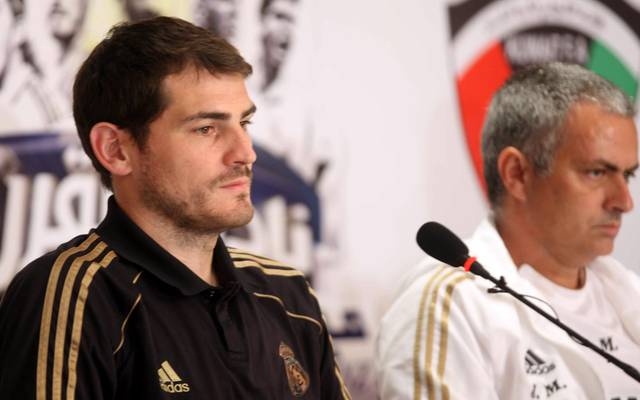 Jose Mourinho (r.) trainierte Torwart-Legende Iker Casillas von 2010 bis 2013 bei Real Madrid