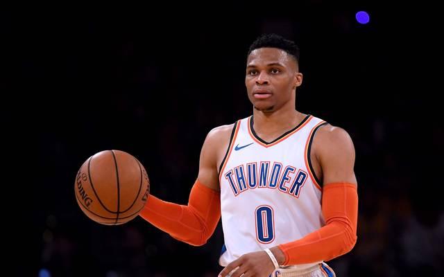 US-Sport: Die teuersten Verträge aller Zeiten  Russell Westbrook spielt seit 2008 im Trikot der Oklahoma City Thunder. 2017/18 schaffte er als erster NBA-Spieler ein Saison-Triple-Double zwei Jahre in Folge