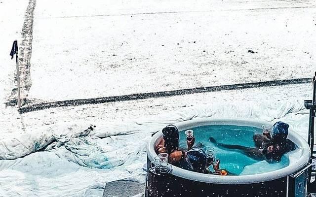 In diesem heißen Bad genossen die Fans das Spiel zwischen Hobro und dem FC Kopenhagen