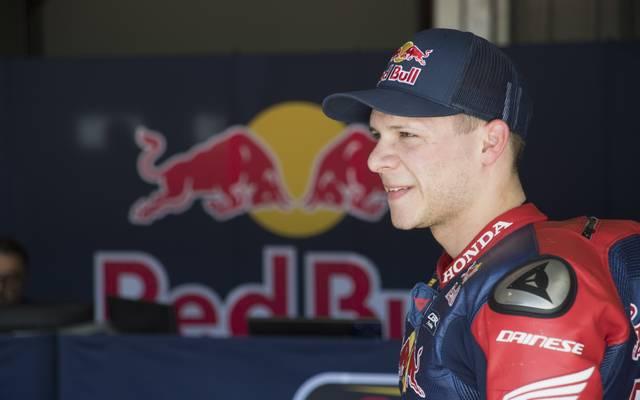 Stefan Bradl darf sich freuen: Auf dem Sachsenring steigt er wieder in das MotoGP-Geschehen ein