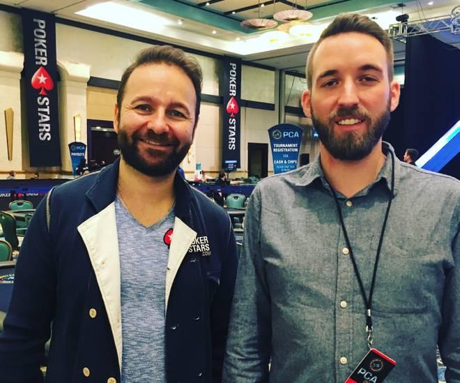 SPORT1-Reporter Sebastian Mittag (r.) sprach beim PokerStars Caribbean Adventure auf den Bahamas mit Daniel Negreanu
