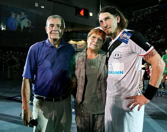 Dieses Bild aus dem Jahr 2007 zeigt Stefan Kretzschmar mit seinen inzwischen verstorbenen Eltern Peter und Waltraud