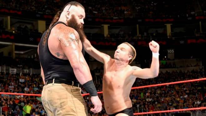 James Ellsworth (r.) ist durch sein Match gegen Braun Strowman zum WWE-Kultstar geworden