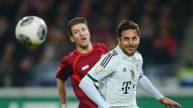 Claudio Pizarro (r.) wechselt nicht zu Hannover 96