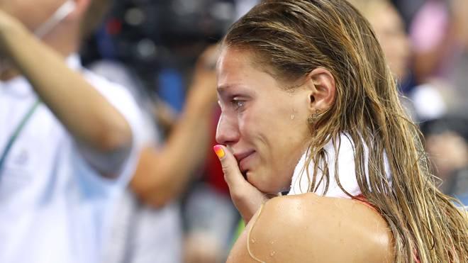 Julia Jefimowa weinte nach der Silbermedaille über 100 Meter Brust