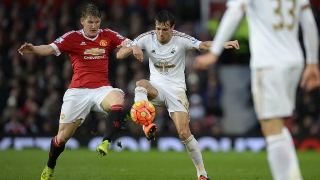 Steht Bastian Schweinsteiger (l.) bei Swansea City im Kader von ManUnited?